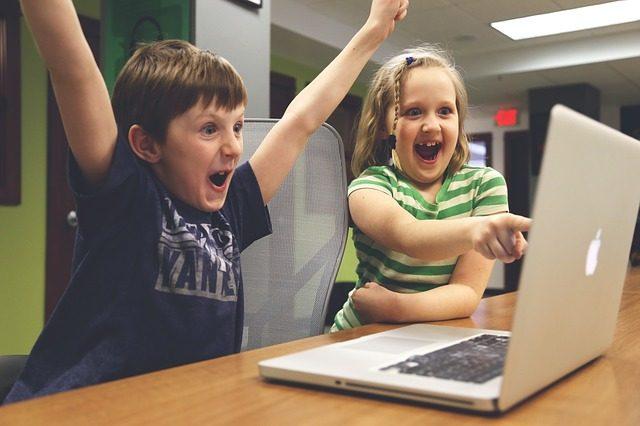 Laptops reviseren voor stichting leergeld